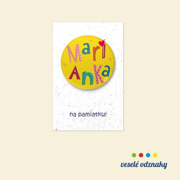 Odznak a magnetka s menom Marianka